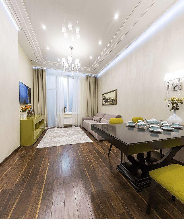 Гостиная, 2-комнатная евро-квартира в Москве, 78м²